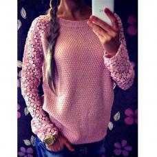 Вязаный женский свитер с кружевными рукавами