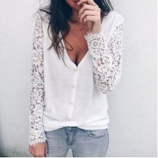 Женский свитер с кружевными рукавами
