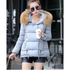 Женская куртка с меховым капюшоном зима