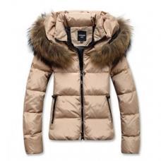 Женская зимняя куртка-пуховик с меховым воротником