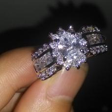 Женское кольцо Блеск