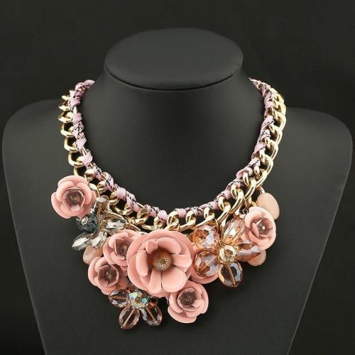 Ожерелье из цветов